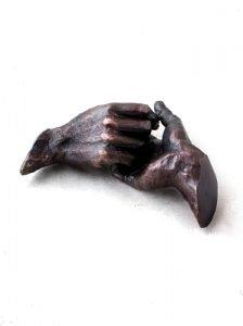 beeld helpende handen